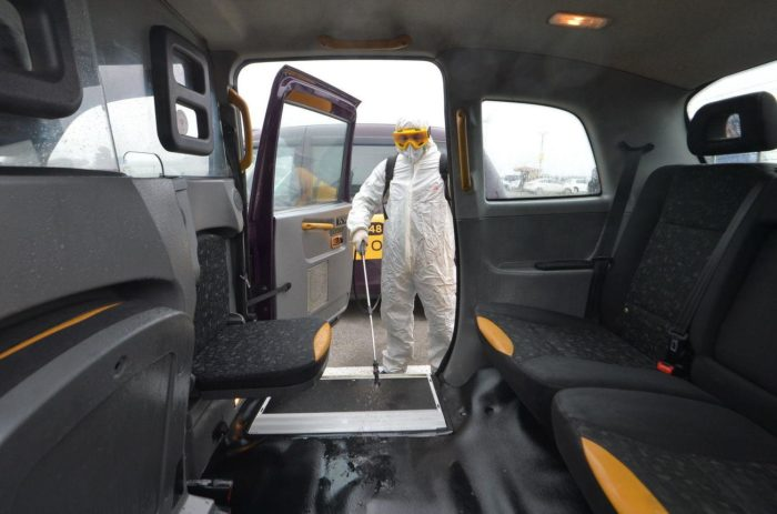 проведение дезинфекции в салоне автомобиля